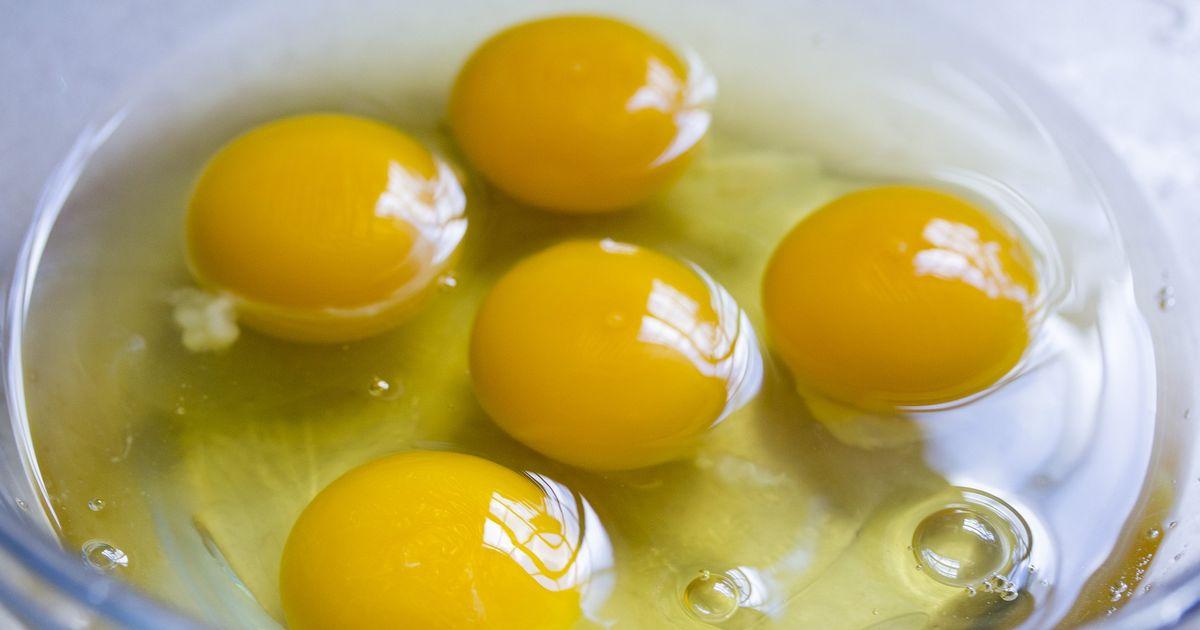 Les œufs crus